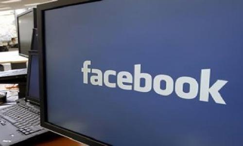 """""""فيسبوك"""" يدرس توفير الانترنت عبر الطائرات"""