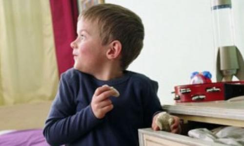 دراسة: سلوك الكبار يعلم الأطفال الكذب