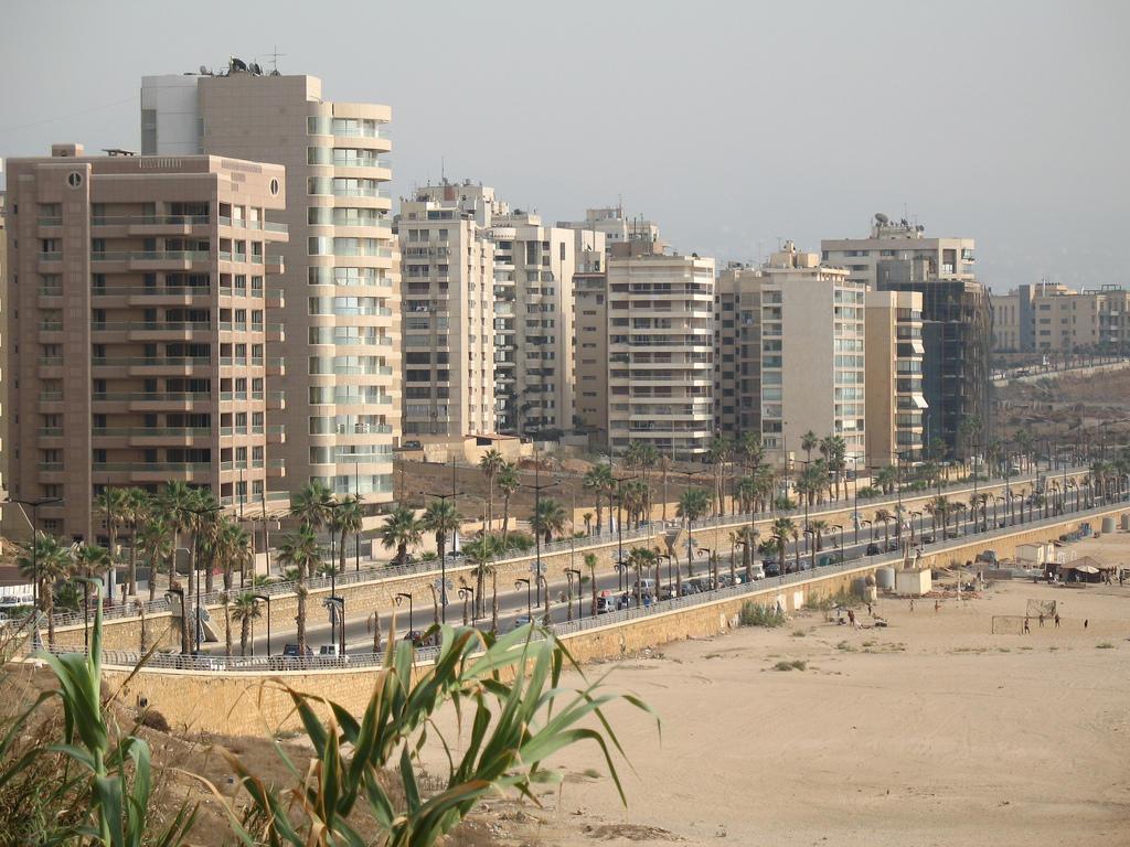 خليجيون يعرضون عقاراتهم في لبنان للبيع ويقلصون استثماراتهم