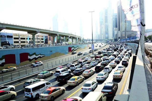 طرق دبي تحث السائقين على توخي الحذر خلال العيد