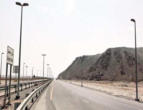 مواطنون في الفجيرة يشكون غياب الإنارة عن الطرقات