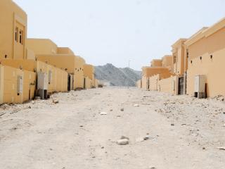 منطقة القرية في الفجيرة تعاني من غياب الخدمات والحوادث والظلام