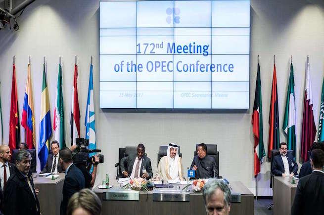 السعودية:  اتفاق أوبك يضيف 25 دولارا لكل برميل نفط