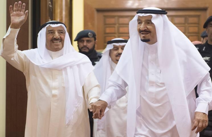 أمير الكويت يغادر السعودية ومغردون غاضبون لمستوى استقباله