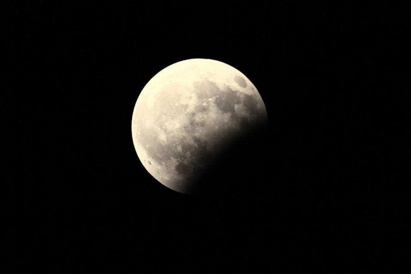مؤسسة دبي للإعلام تعلن بث مباشر لظاهرة الخسوف الكلي للقمر