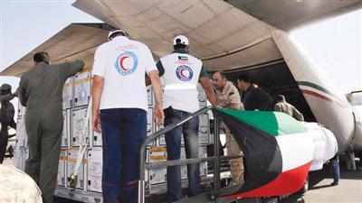 الهلال الأحمر الكويتي يسلم 20 طنا من المستلزمات الطبية لغزة