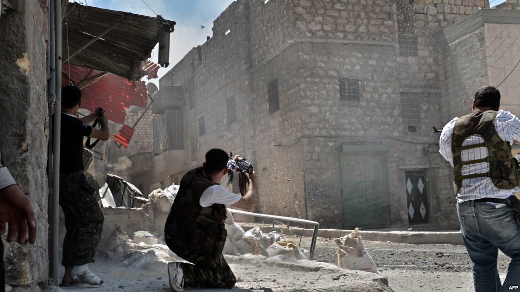 المعارضة تباغت النظام بإدلب وتحاصر مواقع هامة بغوطة دمشق