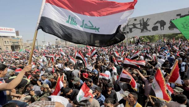 شيعة العراق يدعون للتظاهر الثلاثاء ضد العبادي