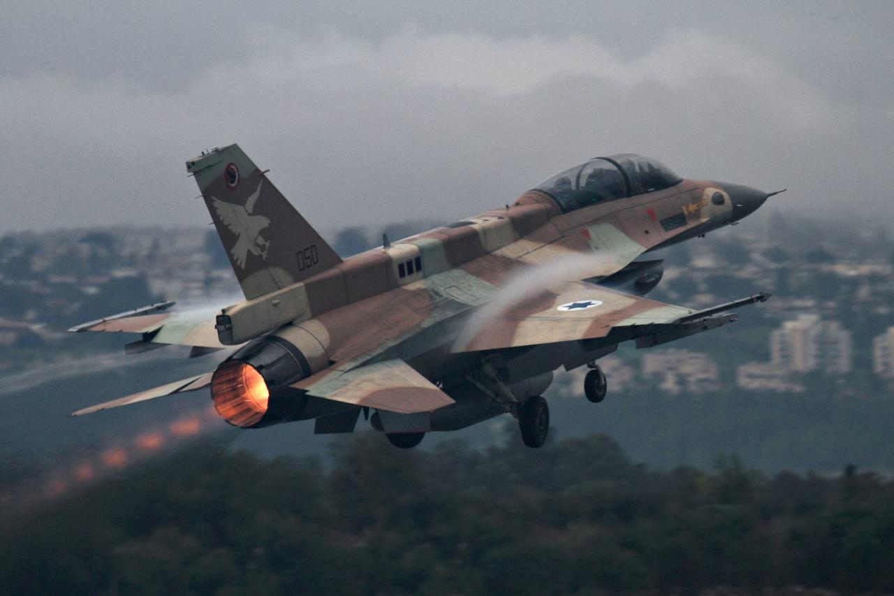 إسرائيل تقصف مواقع لنظام الأسد ولحزب الله في دمشق