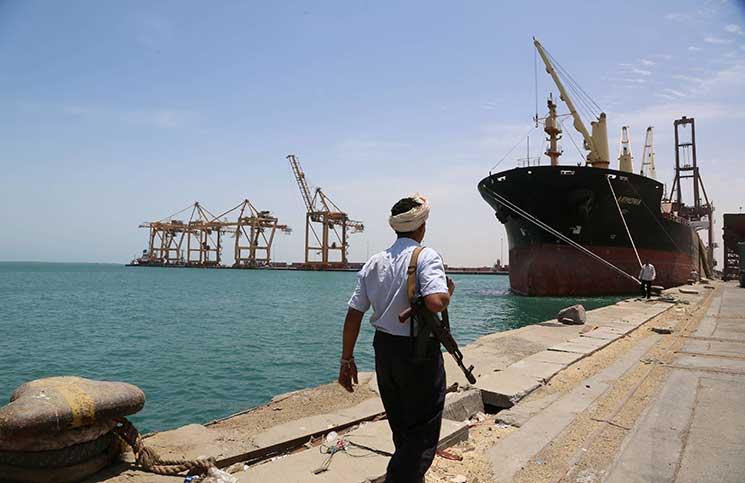 الحكومة اليمنية تعلن ضبط سفينة إيرانية على متنها 19 بحارا