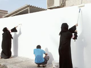 متطوعو تكاتف يبدأون صيانة منازل الأسر المتعففة بالدولة
