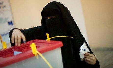 نساء سعوديات يتأهبن للمشاركة في الانتخابات البلدية