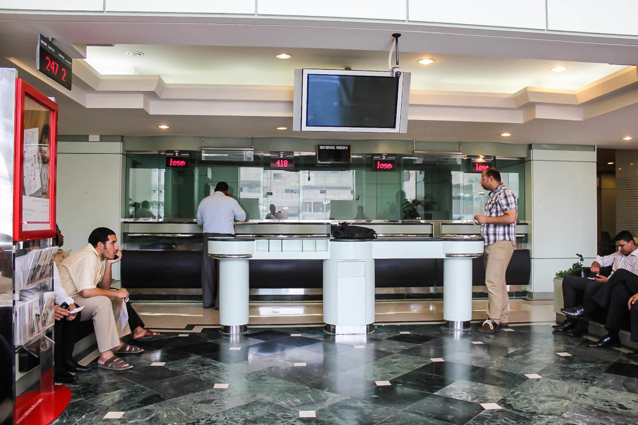 موديز: هبوط أسعار النفط قد يعصف بالبنوك الخليجية