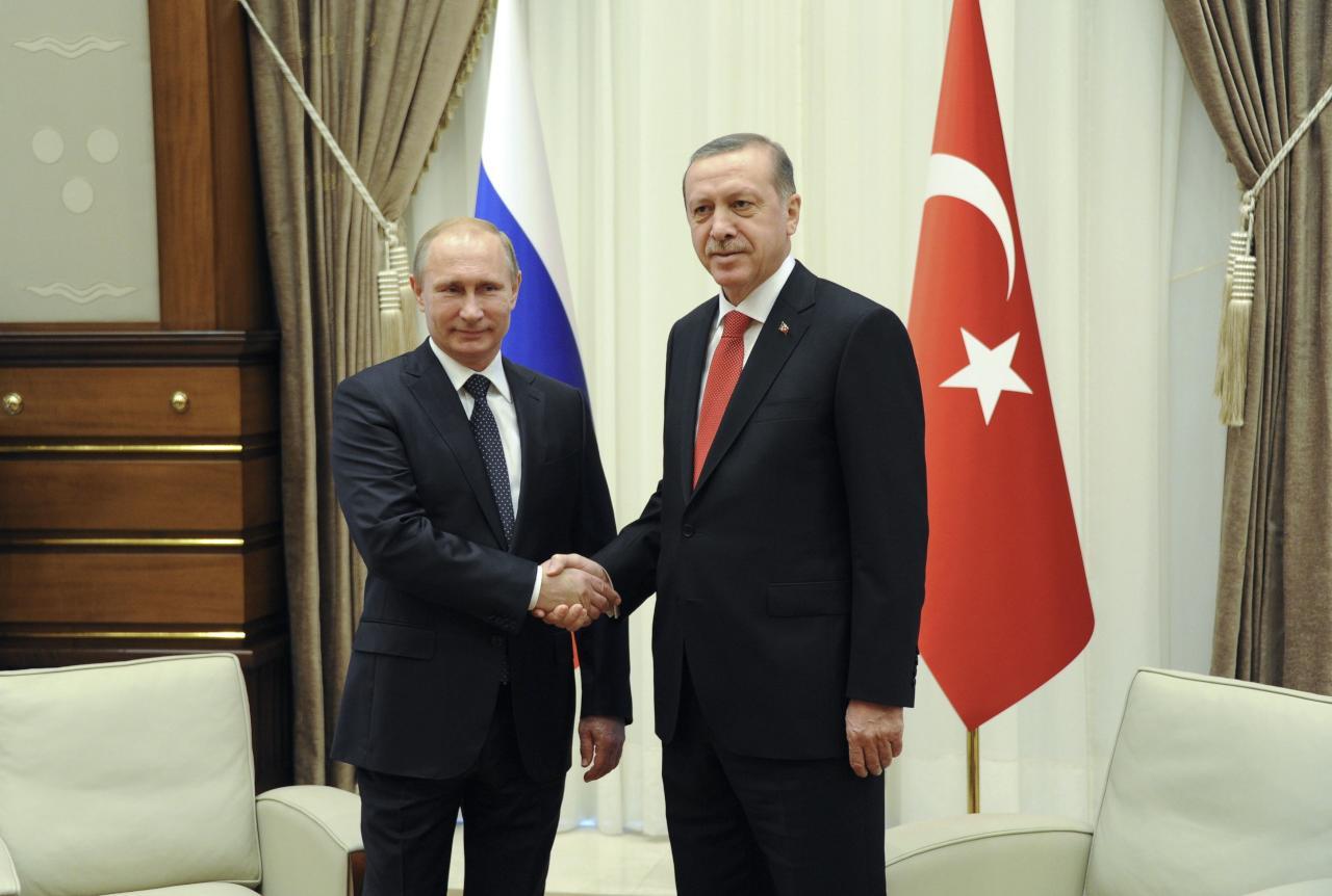 بوتين يعزي أردوغان بضحايا اعتداء أتاتورك ويعتبر الخلاف منتهيا