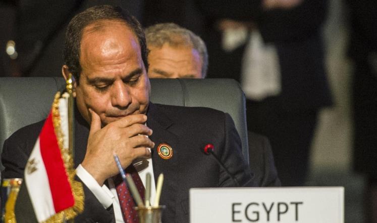 السيسي يعفي قائدي القوات البحرية والدفاع الجوي من منصبيهما