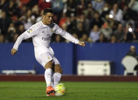ريال يتجاوز هزيمته في قمة مدريد بالفوز في ليفانتي