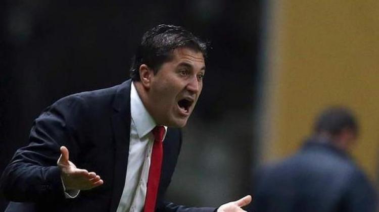 نادي الشارقة يقيل مدربه البرتغالي لسوء النتائج