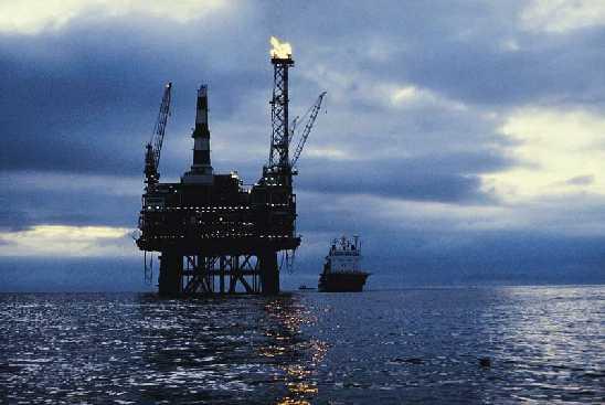 أسعار النفط ترتفع بشكل بطيء بعد تباطؤ الطلب الآسيوي