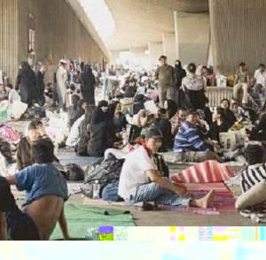 فايننشال تايمز تدعي أن دول الخليج تعامل العمالة الوافدة كالخراف
