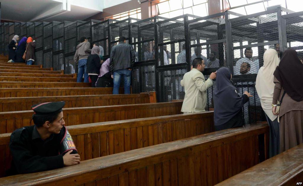 محكمة مصرية تقضي بالسجن المؤبد لـ 22 معارضًا