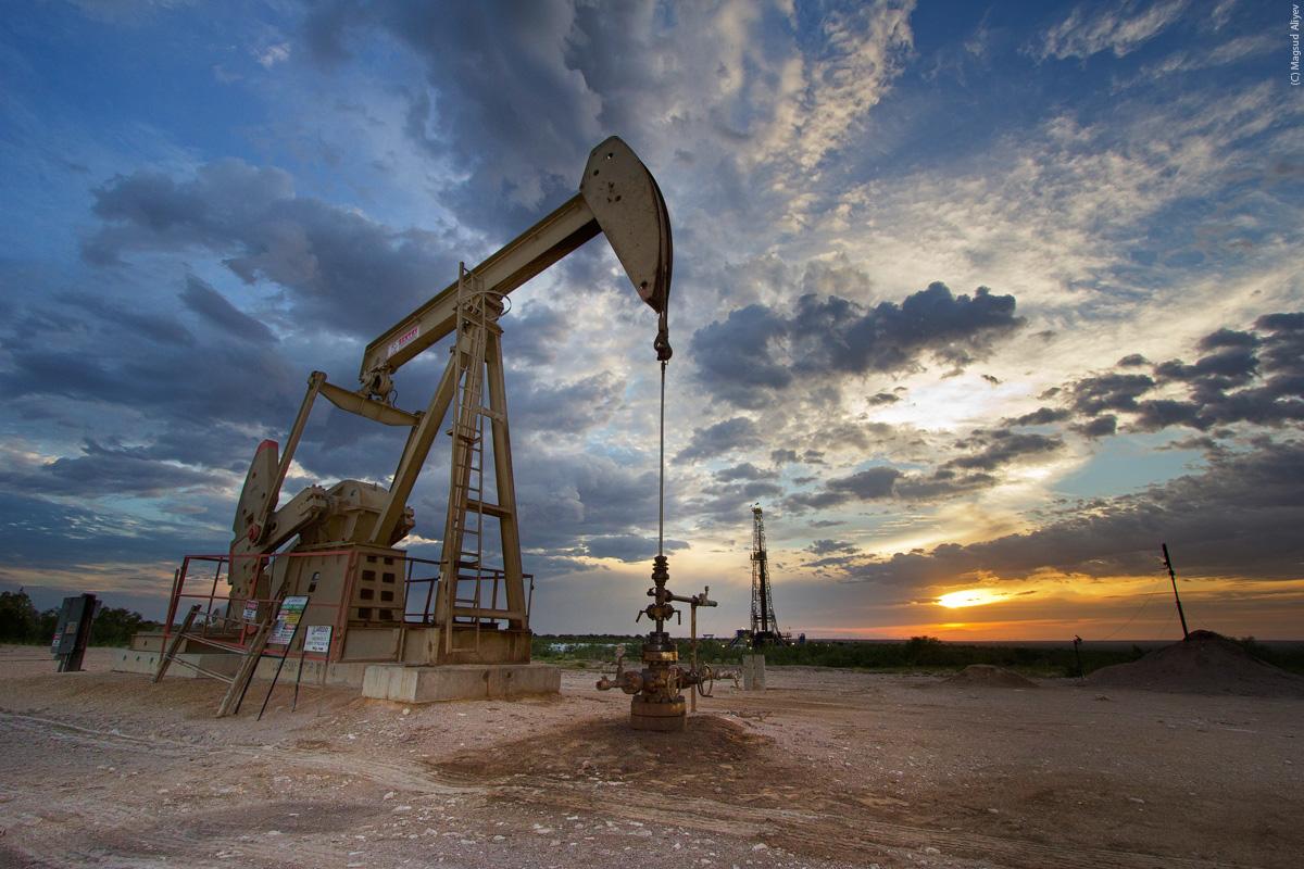 أسعار النفط تشهد ارتفاعاً طفيفاً مع تنامي الإمدادات