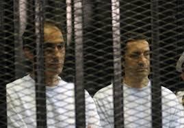 نيويورك تايمز: الإفراج عن نجلي مبارك استعراض ثقة من السيسي