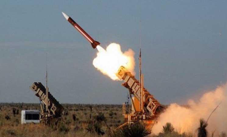 الحوثيون يطلقون صاروخاً باليستياً على معسكر جنوب السعودية
