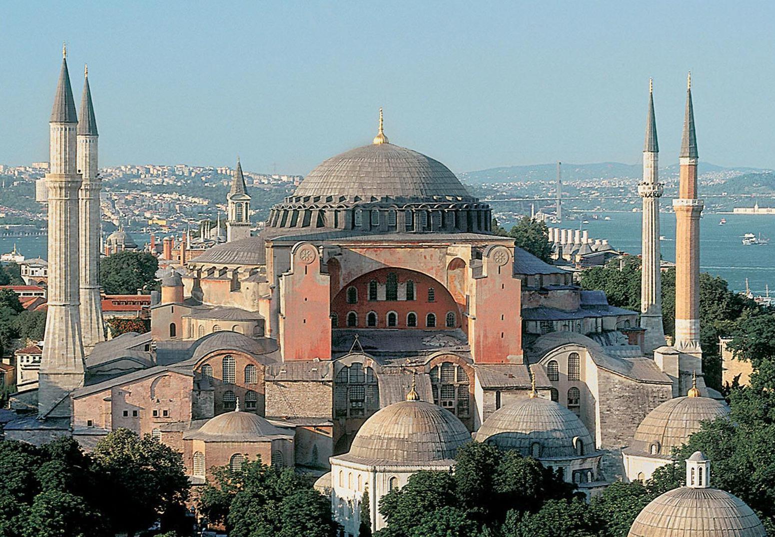 أنقرة ترفض استياء أثينا من تلاوة القرآن في مسجد آيا صوفيا