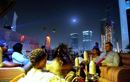 تسجيل مخالفات لـ 36 مقهى في دبي