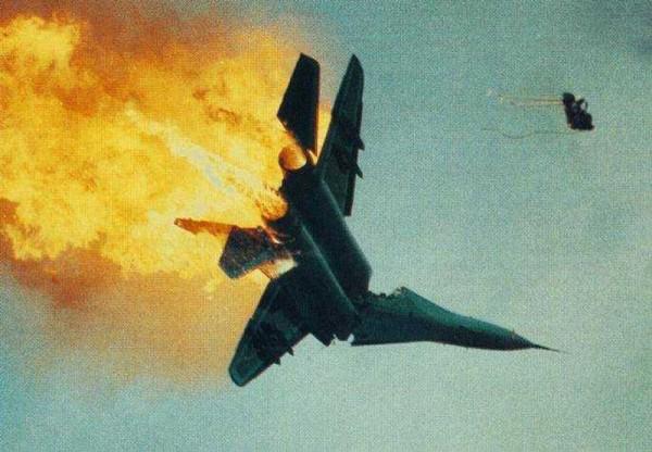 انفصاليون في أوكرانيا يسقطون طائرة أوكرانية ومقتل طاقمها