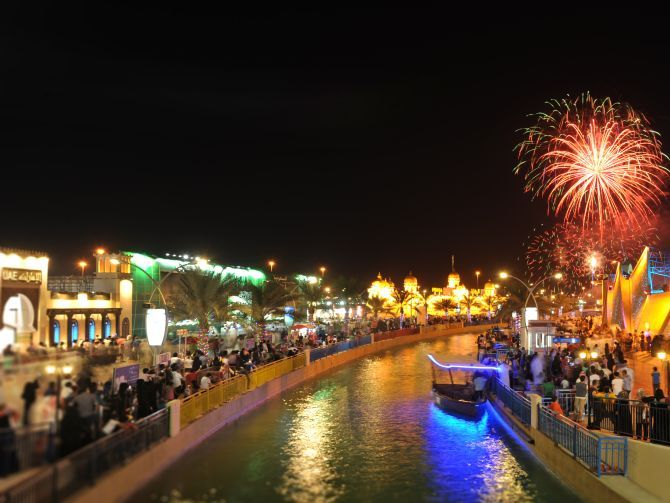 ضبط 54 شخصاً بالقرية العالمية في دبي خلال 3 أشهر
