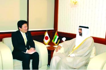نائب وزير الدفاع الياباني يزور الإمارات