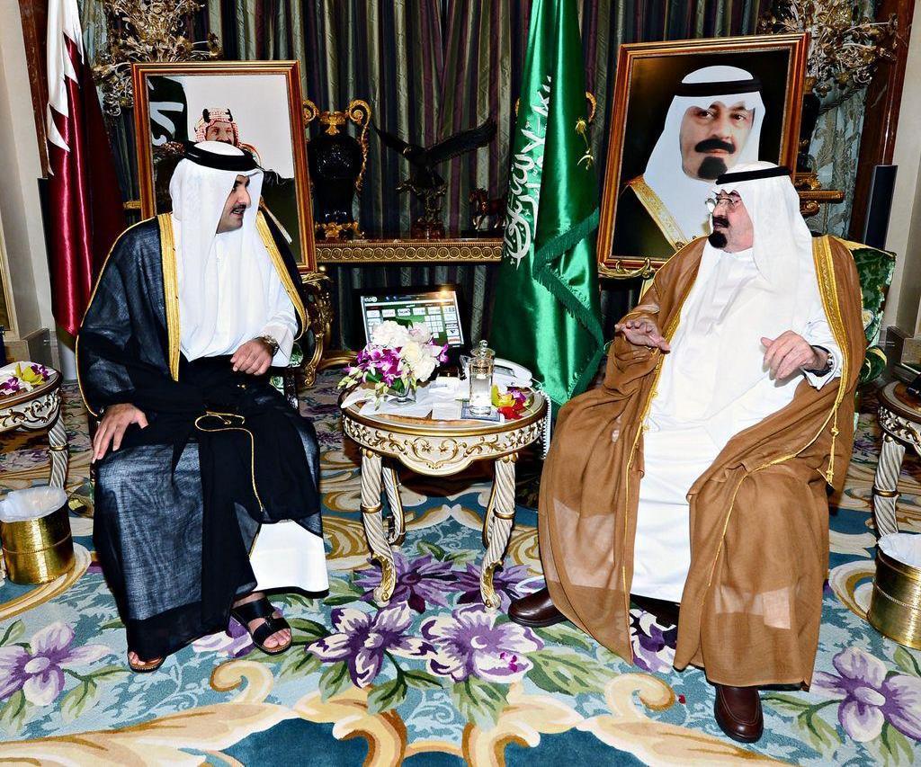 أمير قطر يصل السعودية في زيارة مفاجئة