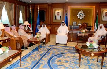 وزير الداخلية الكويتي يلتقي نائب رئيس جهاز الاستخبارات السعودي