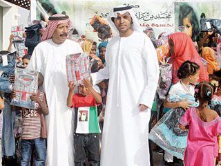الإمارات توزع كسوة العيد في بنجلادش