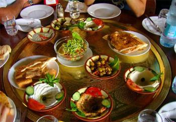 خبراء التغذية: وجبة السحور تعين الصائم في رمضان