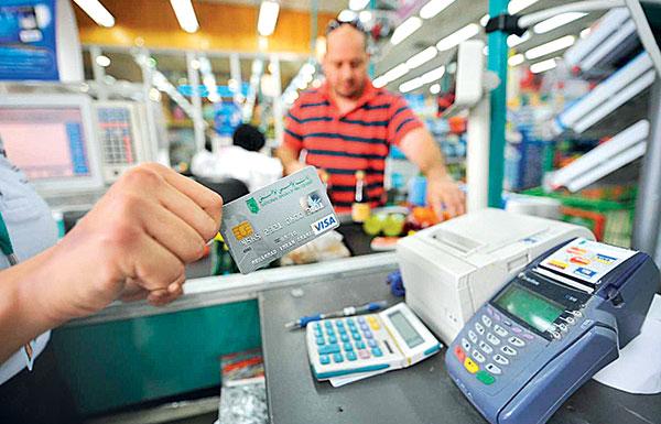 لا رسوم إضافية على المستهلكين عند استخدام بطاقات الائتمان