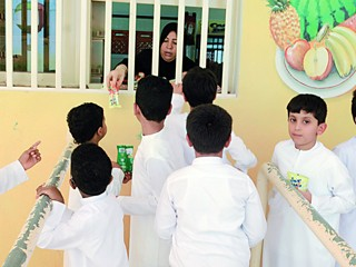 مؤسسة خليفة تنفي أي زيادة في أسعار الوجبات المدرسية للطلبة