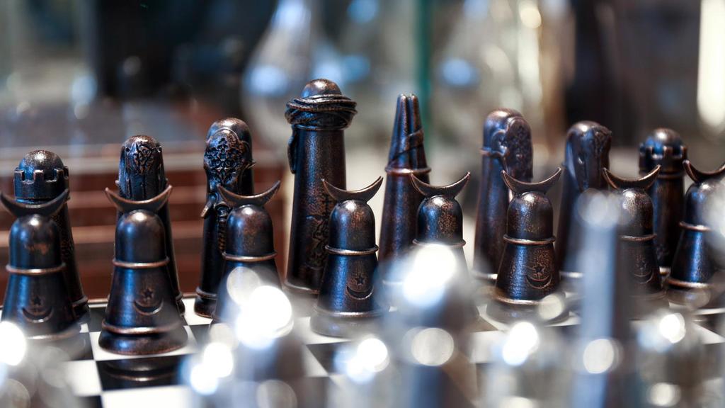 الرياض ترضخ لشروط الدوحة بشأن بطولة العالم للشطرنج