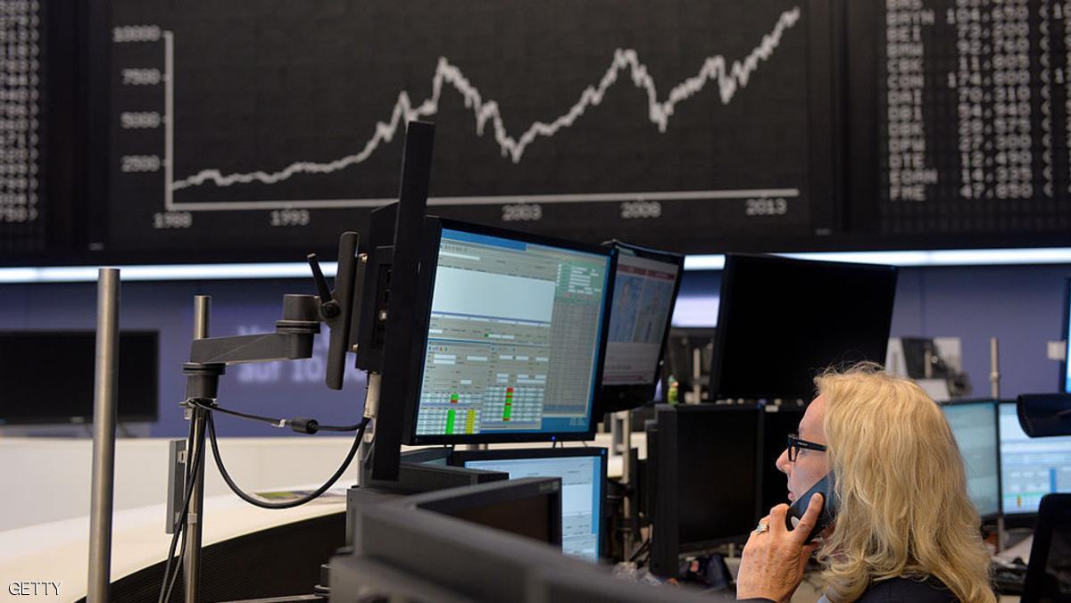 توترات السياسة تلحق أكبر خسارة أسبوعية بأسهم أوروبا