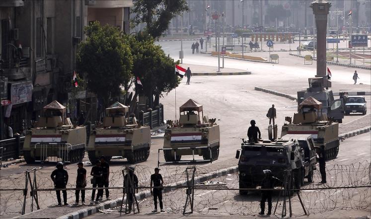 التايمز: الربيع العربي يشيّع في جنازة عسكرية على ضفاف النيل