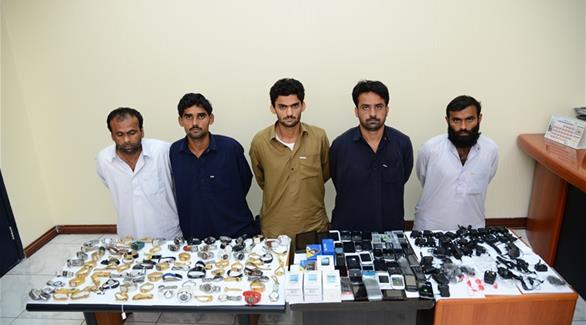القبض على عصابة متخصصة بسرقة المحال التجارية في الشارقة
