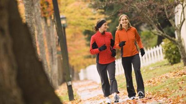 20 دقيقة مشياً في اليوم تجنبك السرطان