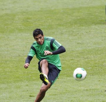 ضم المكسيكي راؤول خيمينيز إلى أتلتيكو مدريد قريباً