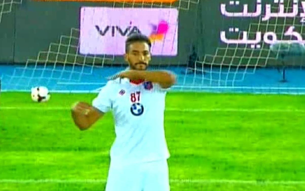 إشارة الذبح من لاعب مغربي بالكويت تستنفر اتحاد الكرة