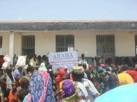 الإمارات تنفذ مشروع إفطارالصائم في مخيمات اللاجئين الإريتريين