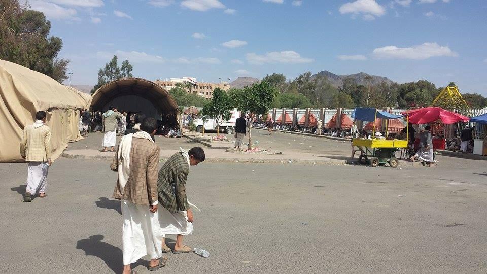 الحوثيون ينصبون خياماً جديدة في صنعاء والطيران يقصف مواقعهم في الجوف