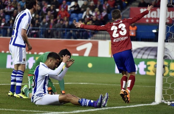 أتليتيكو مدريد يطارد برشلونة المتصدر بفوزه بثلاثية نظيفة