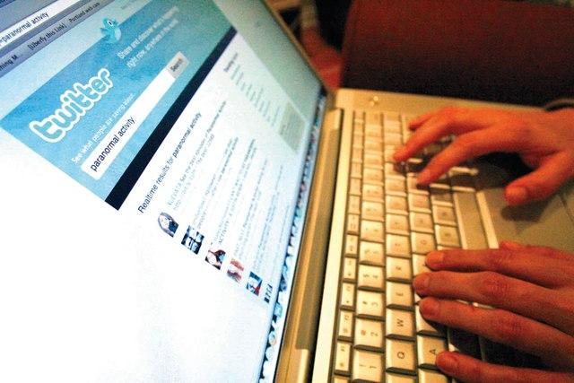 غالبية الإماراتيات يستخدمن مواقع التواصل الاجتماعي وتويتر يتصدر