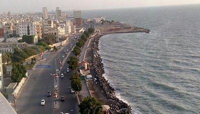 سفينة إيرانية تحمل نفط للحوثين في طريقها إلى ميناء الحديدة غرب اليمن